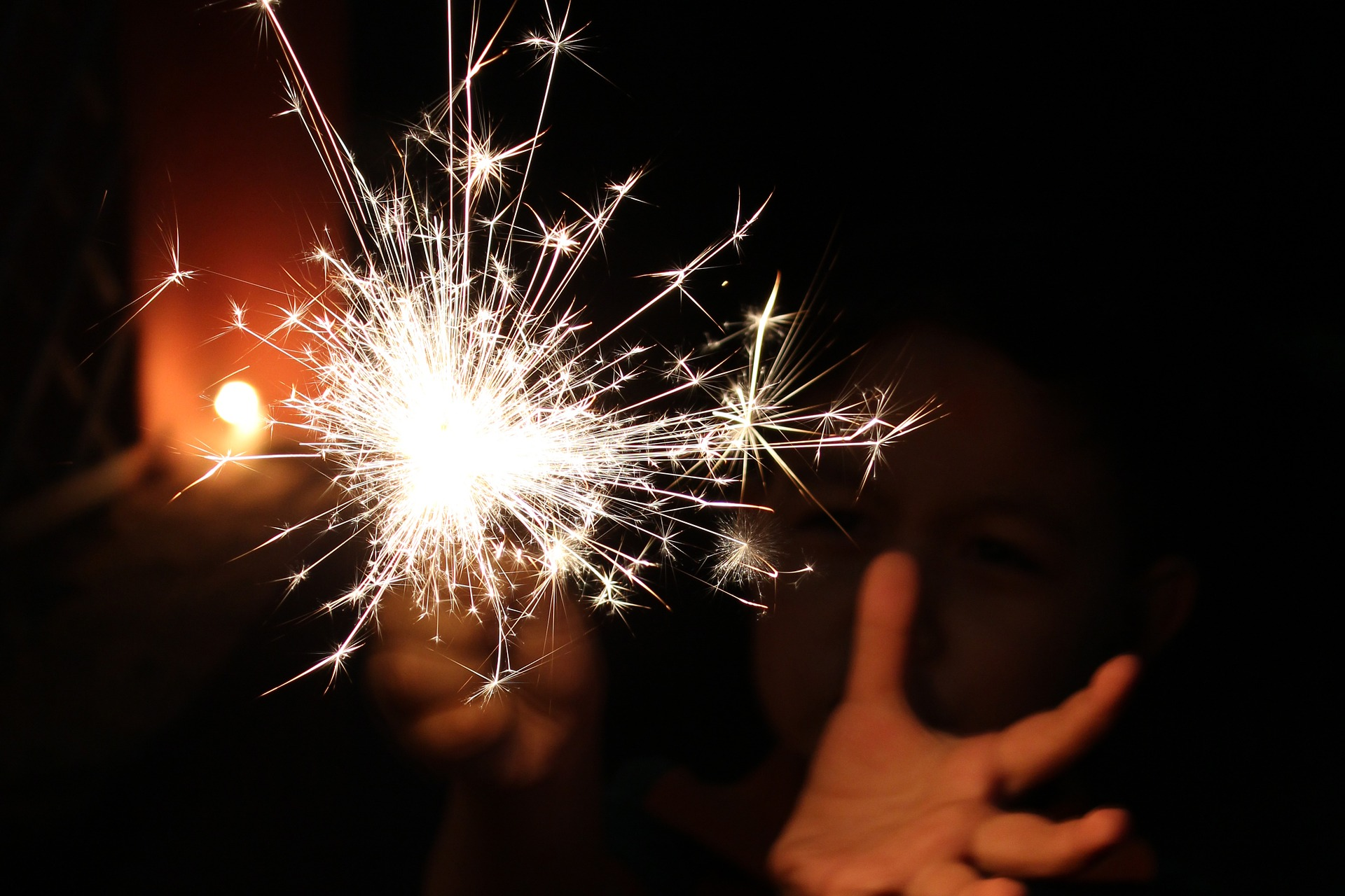 sparkler-1783630_1920